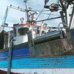 Mounted gunnel roller on fishing vessel
