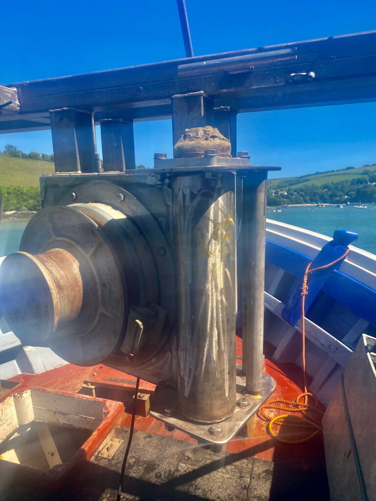 Vertical mounted gunnel roller on a commercial fishing vessel